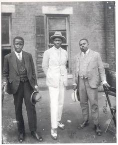 Marcus Garvey et le futur roi du Dahomey, le prince Kojo Tovalou-Houenou de Dahomey, Celui qu'on appelait le Garvey africain, avec George O. Marke, à New York le 31 août 1924. Comment le passé et le présent crée le future.