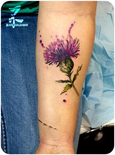 #flowers #tattoo #flowertattoos #thistle #loveflowers #purple #forearmtattoo #flowerlovers #watercolor #watercolortattoo #graphictattoo #chardon #tatouage #colortattoo #girlswithtattoos #tattoed #inked #inkedgirls #tattooart #tattooartist #tattoomagazine #pleasefollowme #zeldablackjeanjacques #zeldabjj Lila Tattoos, Purple Tattoos, Wrist Tattoos, Pretty Tattoos, Beautiful Tattoos, Flower Tattoos, New Tattoos, Body Art Tattoos, Sleeve Tattoos