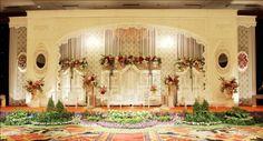 55 Gambar Dekorasi Pelaminan Minimalis Modern Dan Klasik   Desainrumahnya.com Simple Wedding Decorations, Simple Weddings, Altar, Iphone Wallpaper, Taj Mahal, Backdrops, Building, Modern, Pink