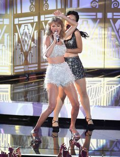 8/24/14 - Taylor Swift performing at the 2014 MTV Video Music Awards in LA.