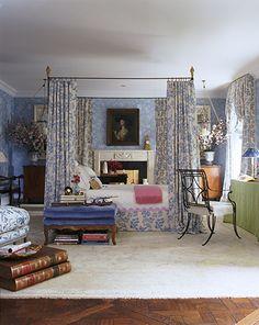 Leontine Linens Webster border, interior design by Charlotte Moss via leontinelinens.com