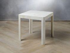 TAVOLO BASSO 60x60 cm - pergamena  codice: 8194000997    Struttura  betulla  Rivestimento  pergamena  Forma  quadrata  Dimensioni  lung. 60 cm  Misura:  (60x60x60)  €420,00