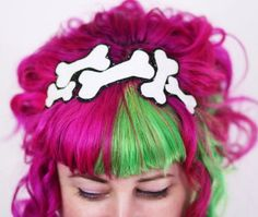 These adorably creepy Halloween hair accessories NEED to be a part of your life this month Halloween Hair Clips, Halloween Headband, Creepy Halloween, Sugar Skull Costume, Gothic Hairstyles, Diy Hair Accessories, Costume Accessories, Kawaii, Creative Hairstyles