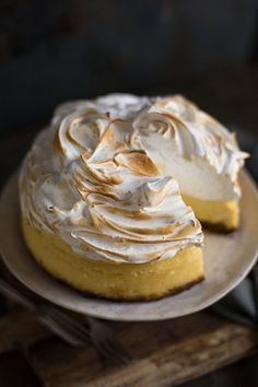 Lemon meringue cheesecake made in a slow & pressure cooker