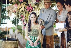 Now we're talking some glamour Javanese wedding. we're so excited get to share the photos of Chacha and Dico's wedding. This fabolous c. Javanese Wedding, Indonesian Wedding, Wedding Album, Bridal Flowers, Traditional Wedding, Beautiful Celebrities, Dream Wedding, Wedding Stuff, Wedding Ceremony