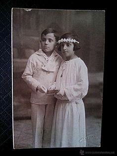 TARJETA POSTAL ANTIGUA DE UN NIÑO Y UNA NIÑA, VESTIDOS DE COMUNIÓN, ESTUDIO NIEPCER, BARCELONA años 20 siglo XX