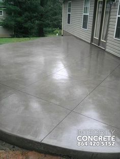 Grauer Betonpatio mit Rautenmuster – traditionell – Patio – Charlotte – Integrity Concrete, LLC Best Picture For porch patio For Your Taste You are looking for something, and it is Read Colored Concrete Patio, Concrete Patio Designs, Cement Patio, Concrete Driveways, Stained Concrete Patios, Concrete Floors, Concrete Patio Extension Ideas, Concrete Deck, Concrete Texture