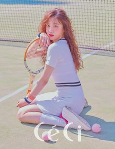 Yuqi (우기) is a Chinese singer under Cube Entertainment. She is a member of the girl group (G)I-DLE. Human Poses Reference, Pose Reference Photo, Body Reference, Kpop Girl Groups, Kpop Girls, J Pop, Anatomy Poses, Poses References, Cute Poses