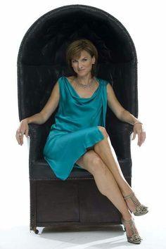 Fiona Bruce Fiona Bruce, Tv Girls, New Readers, Jennifer Love Hewitt, Tv Presenters, Great Legs, Sexy Older Women, Gorgeous Women, Glamour