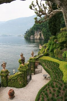 Japanese Garden Design Villa del Balbianello Lenno - Anime Line Nature Aesthetic, Travel Aesthetic, The Places Youll Go, Places To See, Villa, Exterior, Dream Vacations, Vacation Travel, Places To Travel