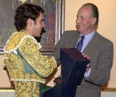 El Rey Juan Carlos I, el mejor defensor del toreo - http://www.elmundo.es/album/cultura/2014/06/02/538c87abca4741df2a8b4577_2.html
