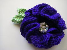 crocheted peony brooch tutorial -  I love the vintage earring flower center...what a great way to use old clip on earrings - kdb