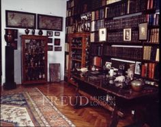 Freud's books and curio cases of tiny sculptures. Uncredited photo, Freud Museum, London.
