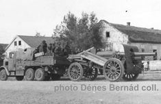 Romanian Army Skoda artillery tractor and Schneider howitzer during the advance to Krasnodar, August 1942 Panzer, Armed Forces, World War Ii, First World, Troops, Ww2, Tractors, Antique Cars, Germany