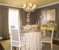 The ceiling is Chestertown Buff by Benjamin Moore, same as my hall upstairs. Love the color scheme!!