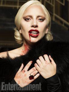 "EW divulga novas fotos de Lady Gaga como ""A Condessa Elizabeth"" | American Horror Story Brasil"