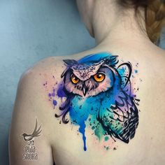 What is a watercolor tattoo and what are the pros and cons of watercolor tattoos? Undoubtedly this style is one of the most spectacular forms of body art. Watercolor Owl Tattoos, Owl Tattoo Drawings, Tattoo Sketches, Geometric Watercolor Tattoo, Geometric Owl Tattoo, Feather Tattoos, Nature Tattoos, Body Art Tattoos, Sleeve Tattoos