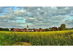 """Das Dorf Plunderland, Schauplatz des legendären Romans """"Picknick in Plunderland""""."""