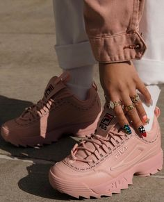 Sneakers shoe fever is still a trend among young people. Updated, there were a FILA brand sneakers that were hit and used a lot. Moda Sneakers, High Top Sneakers, Shoes Sneakers, Shoes Heels, Sneaker Heels, Cute Shoes, Me Too Shoes, Sneakers Fashion, Fashion Shoes