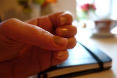 Half glitter manicure