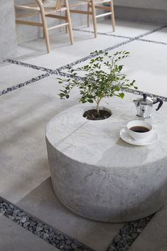 Modern Minimal Coffee House in South Korea Brings Outdoors Inside – Interiors Cafe Interior Design, Cafe Design, Store Design, Interior And Exterior, Coffee Shop Design, Cafe Shop, Cafe Restaurant, Modern Restaurant, Greenery
