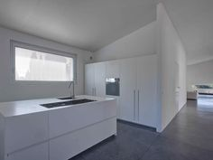 villa mm a biella - Federico Delrosso Architects Interior Minimalista, Modern Family, Home Kitchens, Kitchen Design, Layout, House Design, Flooring, Luxury, Furniture