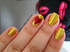 Esmalte Dourado na cor Naomi Gloss e Coração na cor Rebú - Elegance Verona