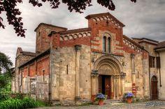 Abbazia di Santa Fede di Cavagnolo (Torino) Piemonte, Italia, secolo XII. - Abbey of Santa Fede in Cavagnolo (Turin) Piedmont, Italy, XII century.