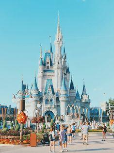 Cinderella Castle at Walt Disney World Orlando, Florida | Disney souvenirs | Florida souvenirs | What to buy in Florida | Florida souvenir ideas | Miami souvenirs