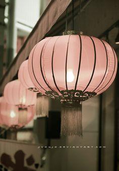 Very pretty pale pink lanterns. Pink Love, Pretty In Pink, Pretty Asian, Perfect Pink, Pink Lanterns, Hanging Lanterns, Paper Lanterns, Lantern Chandelier, Tout Rose