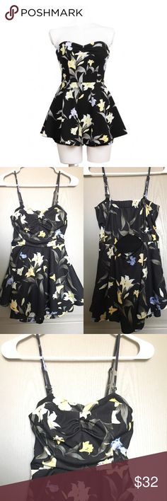 Floral print jumpsuit Floral jumpsuit in perfect condition. Would fit someone who is XS size. It looks like a dress but its actually a jumpsuit, prevents accidentental exposure Snidel Dresses Mini