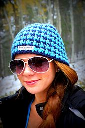 Ravelry: Houndstooth Beanie (Reversible) - Adults pattern by Liz McQueen