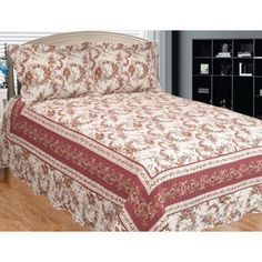 Worthy of kings and queens, the red floral pattern is reflective of Georgian Victorian times. The wreaths and laurels strung closely carpets the entire quilt and the grand colonial rose flanks conclude the magnificent looks of this breathtaking quilt.