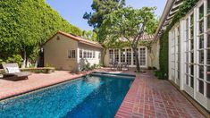 Jodie Foster Sells her Hollywood Property for 5.75 Million