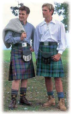 Casual Highland dress  I love men in skirts , they are lovelly and still a man.