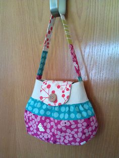 this bag is adorable. i want to make it for my niece!