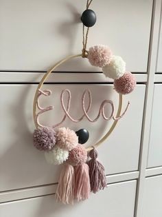 Name ring with bombings and tassels Wire Crafts, Diy Home Crafts, Diy Crafts To Sell, Fun Crafts, Tulle Poms, Dream Catcher Craft, Fleurs Diy, Handmade Baby Gifts, Pom Pom Crafts