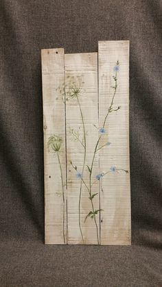 Pallet art, wild flowers, Farmhouse decor, Spring FARMHOUSE collection, White wash, Queen Ann Lace, Rustic shabby, Reclaimed pallet wood