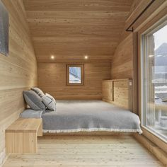 Personeni Raffaele Schärer - Two shelters in the alps, Valais Photos © Catherine Leutenegger. Bedroom Alcove, Home Bedroom, Chalet Interior, Interior Design, Tiny Houses Plans With Loft, Arched Cabin, Mdf Doors, Mountain Homes, Tiny Spaces