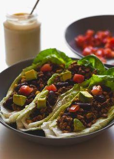 Tacos veganos de lechuga con crema agria casera | http://danzadefogones.com/tacos-veganos-de-lechuga-con-crema-agria-casera/