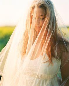 Tochter- daughter- Mutter- Mother- Mum- Flowers- Blumen- Schleier- Veil- Berlin- Rieselfelder- braut- bride