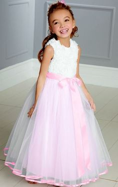 Do Flower Girl Dresses Have To Match The Bride? Do Flower Girl Dresses Have To Match The Bride? - do flower girl dresses have to match the bride? Encouraged in order to the website, on this occasion Wedding Flower Girl Dresses, Flower Dresses, Flower Girls, Lace Dresses, Dress Wedding, Tulle Ball Gown, Ball Gowns, Robes Tutu, Girl Fashion