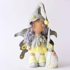 Забавная девчушка из волшебного леса.... ☑️В НаЛиЧии. Рост 32 см без колпачка. Шапочка и крылышки фетр(шерсть). #эльфы #эльфийка #гном #гномик #сказка #волшебство #кукла #куклаомск #куклатильда #кукланазаказ #куклавподарок #интерьернаякукла #интерьернаяигрушка #текстильнаякукла #тильда #шьюкукол #шитье #авторскаякукла #milahandycrafts #sewing #tilda #elf #fairytail