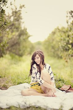 seniors, posing, location, field, lighting, outfit, styling, gorgeous