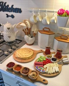 Ideas Breakfast Buffet Presentation Mornings For 2019 Breakfast Platter, Breakfast Buffet, Breakfast Recipes, Morning Breakfast, Breakfast Presentation, Food Presentation, Food Design, Turkish Breakfast, Food Platters