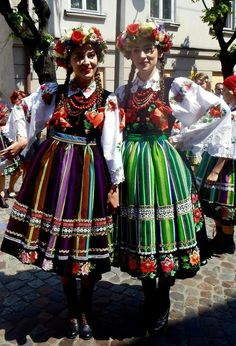 Colors and Smiles in Poland Folk Costume, Costumes, Polish Folk Art, Eastern Europe, Folklore, Traditional Outfits, Parka, Celebrations, Captain Hat