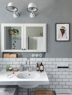 Rekonstrukce bytu 3+1 v Bubenči | Infinity Interiér Double Vanity, Mirror, Bathroom, Furniture, Home Decor, Washroom, Decoration Home, Room Decor, Mirrors