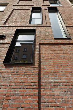 Stad en Architectuur Brick Detail, Building Skin, Brick Architecture, Contemporary Architecture, Interior Architecture, Facade Design, Brick Design, Window Design, Window Detail