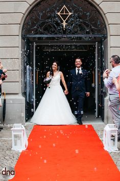 Corina and Claudio surrounded by bubbles after church Dna, Bubbles, Weddings, Facebook, Twitter, Wedding Dresses, Pictures, Fashion, Bride Dresses