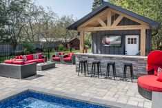 The Solino wall has quickly become a market favorite! The style matches perfectly with today's trends. *Smooth face installation possible – installation using k-block system. Backyard Patio Designs, Modern Backyard, Stamped Concrete, Concrete Patio, Rectangle Pool, Smooth Face, Swimming Pools Backyard, Oasis, Outdoor Decor